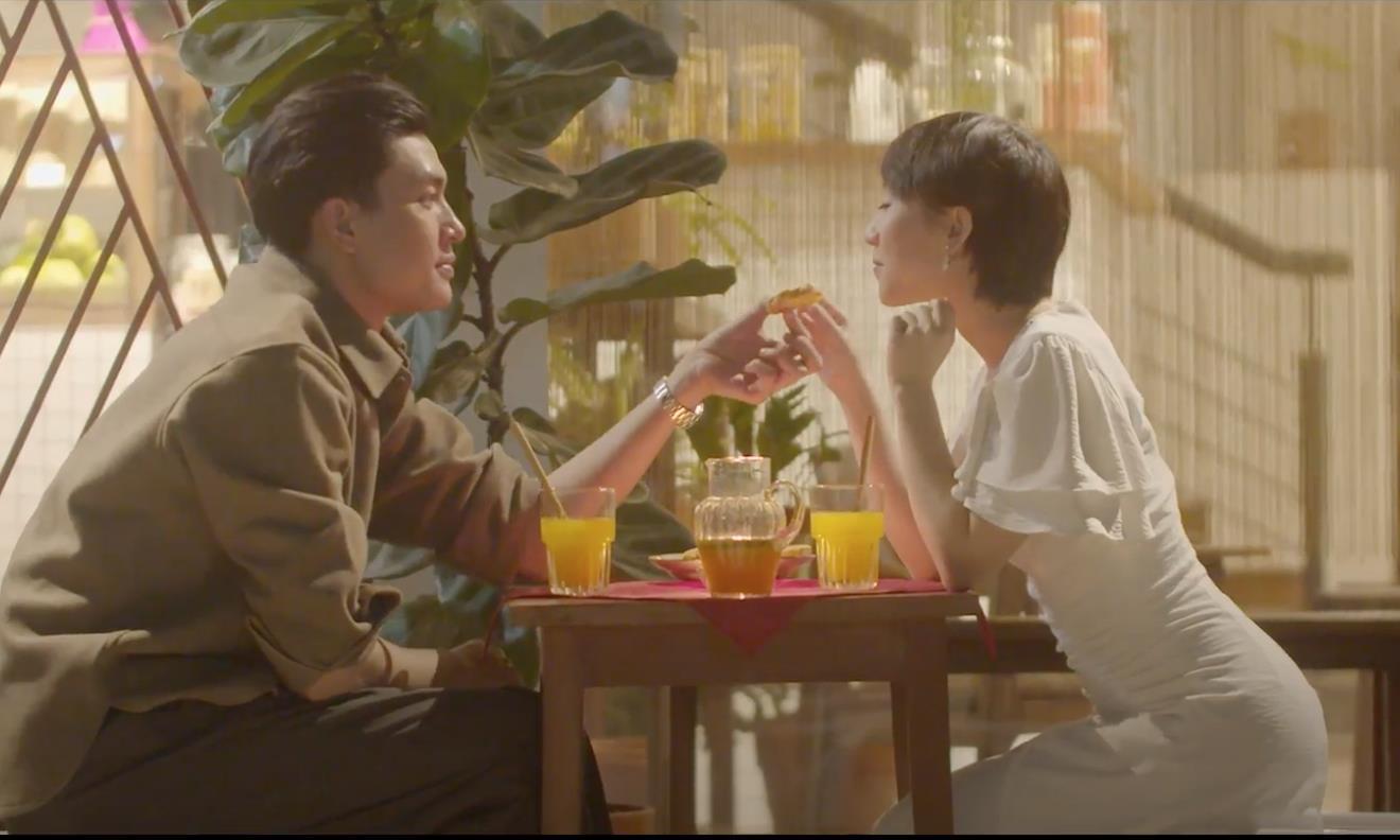 Chẳng phải fan girl cũng bị Quang Đại đốn tim sau loạt hành động ngọt ngào trong video sống xanh cùng Trang Olive - Ảnh 8.