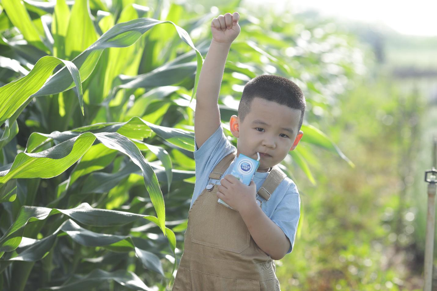 Theo chân nhiếp ảnh gia nổi tiếng: Bất ngờ trước nỗ lực sản xuất dòng sữa chuẩn Hà Lan của nhiều thế hệ nông dân Việt - Ảnh 8.