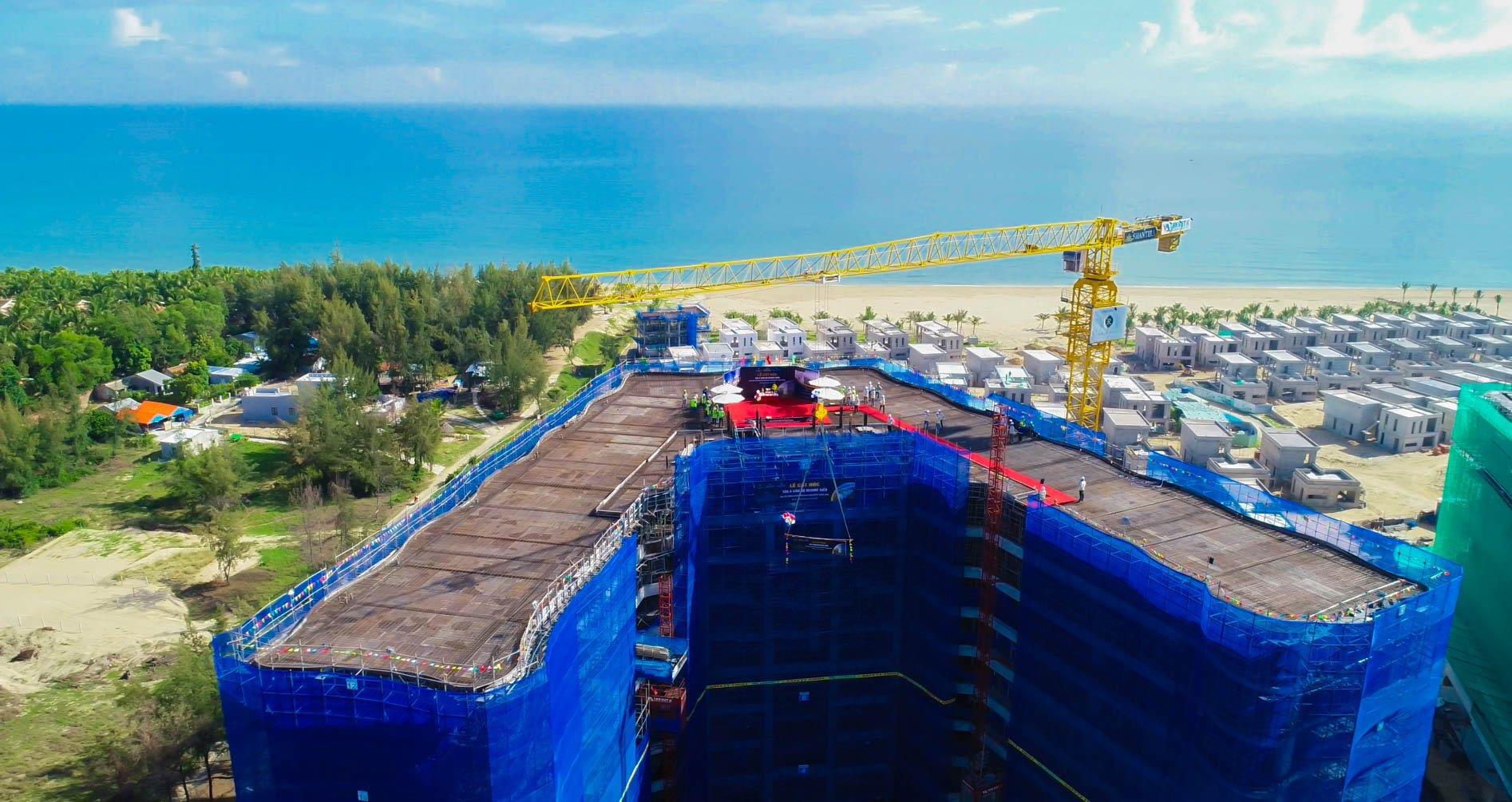 Cất nóc tòa căn hộ resort biển Dự án Shantira Beach Resort & Spa - Ảnh 1.