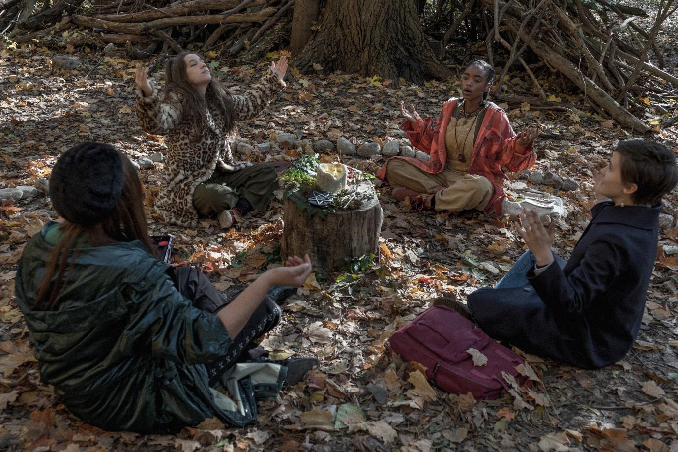 Phù Thủy Học Đường - Câu chuyện lôi cuốn và ma mị về các phù thủy tuổi teen vừa làm quen với phép thuật - Ảnh 6.