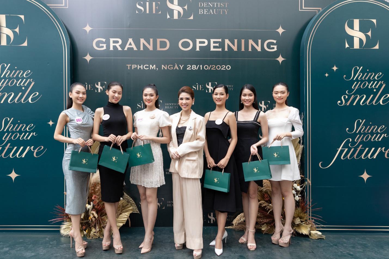 CEO Lâm Ngân khai trương nha khoa Sìe Dentist cùng top 35 thí sinh Hoa hậu Việt Nam 2020 - Ảnh 3.