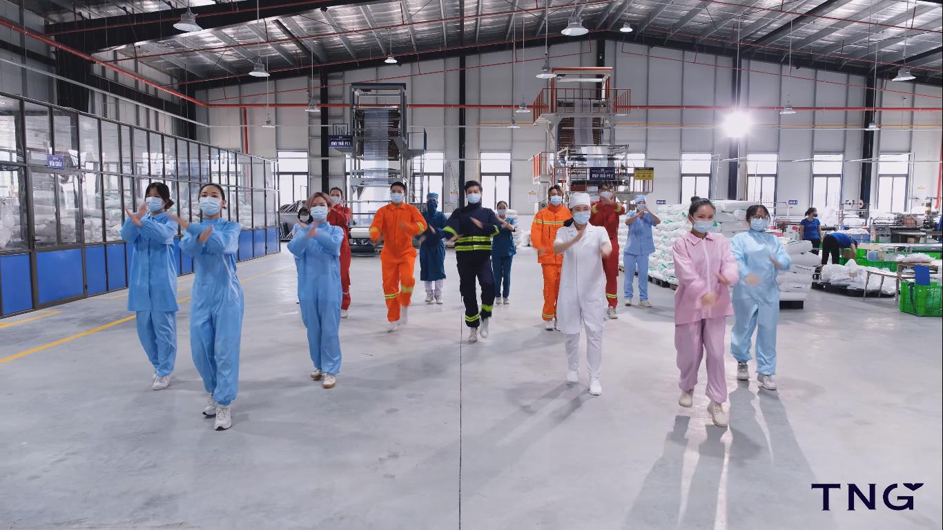Việt Nam ơi đánh bay COVID - phiên bản flashmob thu hút cộng đồng mạng - Ảnh 3.