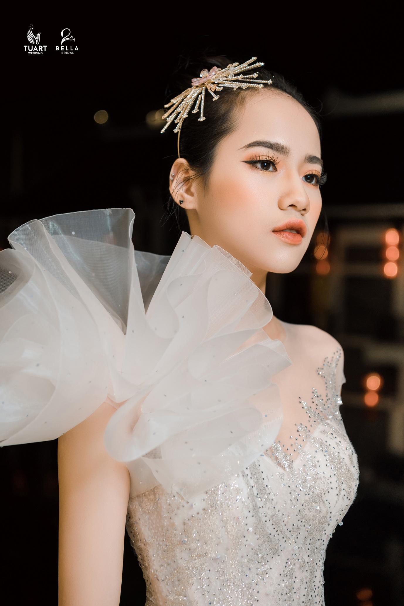 Á hậu Tường San, người mẫu một tay Hà Phương thu hút mọi ánh nhìn trong show diễn váy cưới đỉnh cao Bella Fashion Show - Ảnh 3.