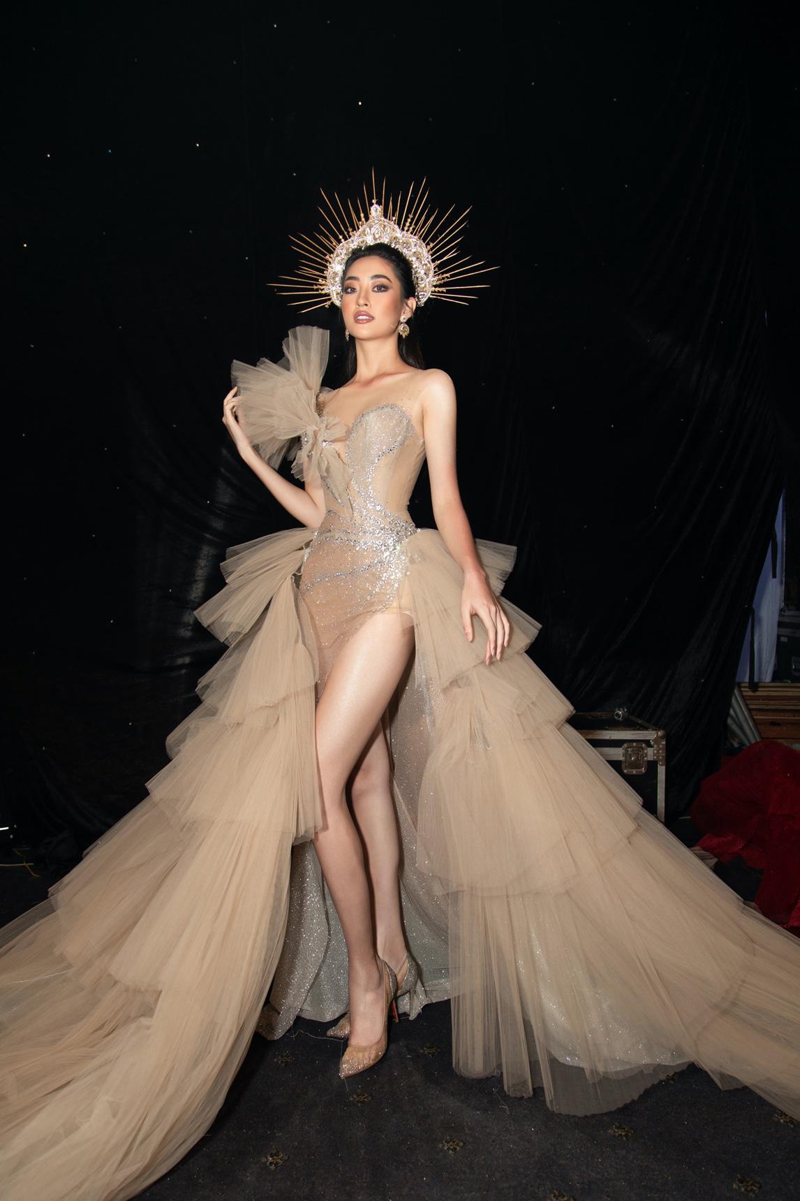 Hoa hậu Lương Thuỳ Linh xuất sắc trong vị trí Vedette Nữ thần mùa hạ - Ảnh 1.
