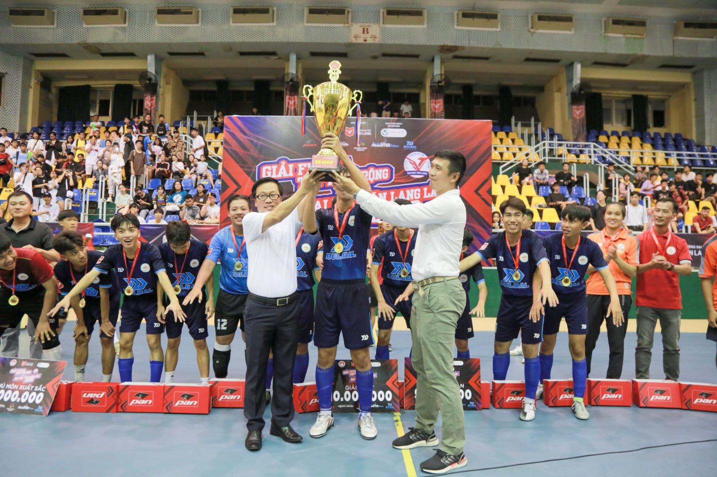 THPT Thanh Đa vô địch Giải Futsal học sinh THPT mở rộng tranh cúp ĐH Văn Lang năm 2020 - Ảnh 1.