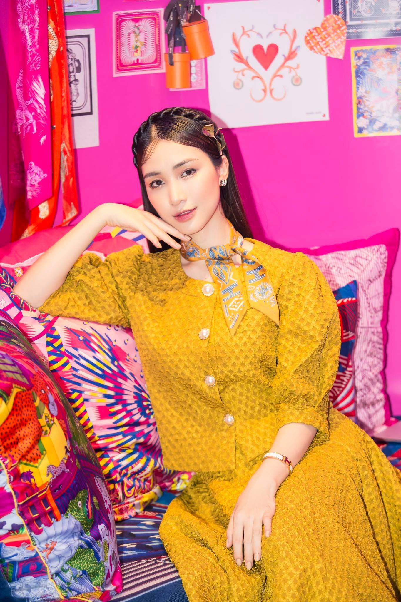 """Tú Hảo, Hòa Minzy, Khánh Linh, Amee và dàn sao Sài thành nô nức check-in """"Căn phòng hồng"""" tại cửa hàng Hermès - Ảnh 5."""