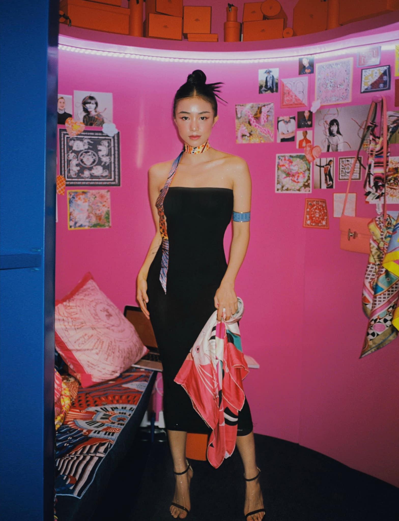 """Tú Hảo, Hòa Minzy, Khánh Linh, Amee và dàn sao Sài thành nô nức check-in """"Căn phòng hồng"""" tại cửa hàng Hermès - Ảnh 10."""