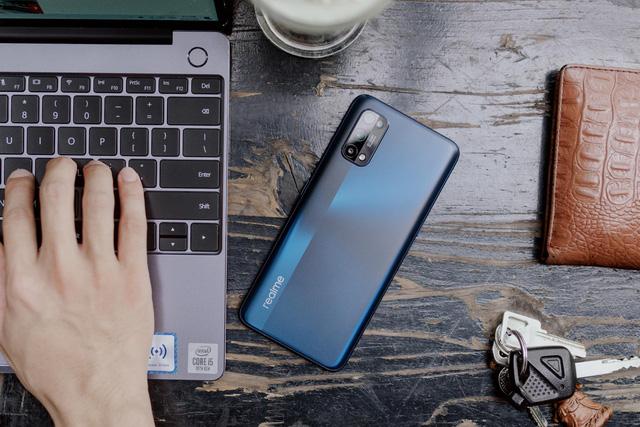 """Realme 7 Pro mở ra """"kỷ nguyên"""" sạc siêu nhanh, người dùng được ích lợi gì? - Ảnh 2."""