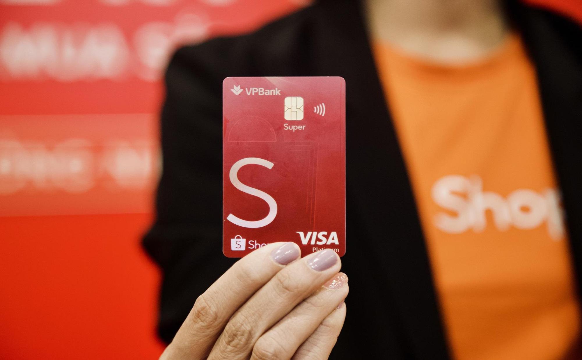 Trên tay thẻ tín dụng VPBank - Shopee: Ưu đãi freeship và hoàn tiền đến 10% - Ảnh 1.
