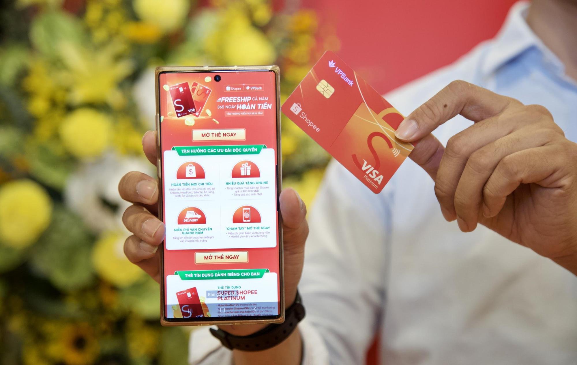 Trên tay thẻ tín dụng VPBank - Shopee: Ưu đãi freeship và hoàn tiền đến 10% - Ảnh 2.