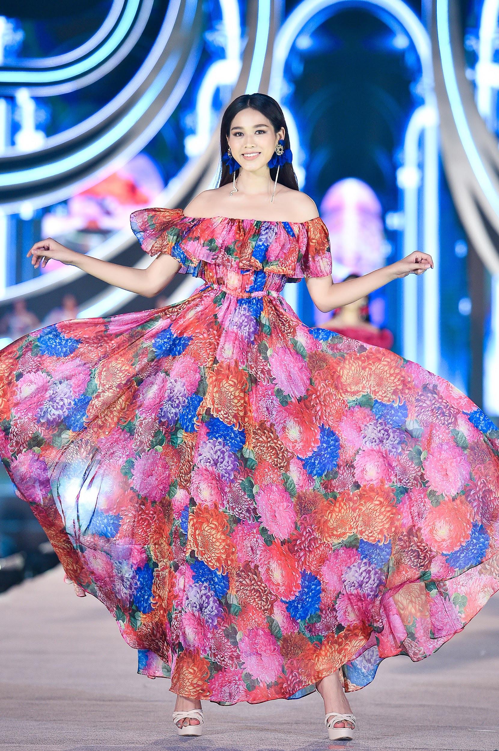 Mãn nhãn với đêm thi Người đẹp Thời trang của các thí sinh HHVN 2020 trong trang phục Neva - Ảnh 2.