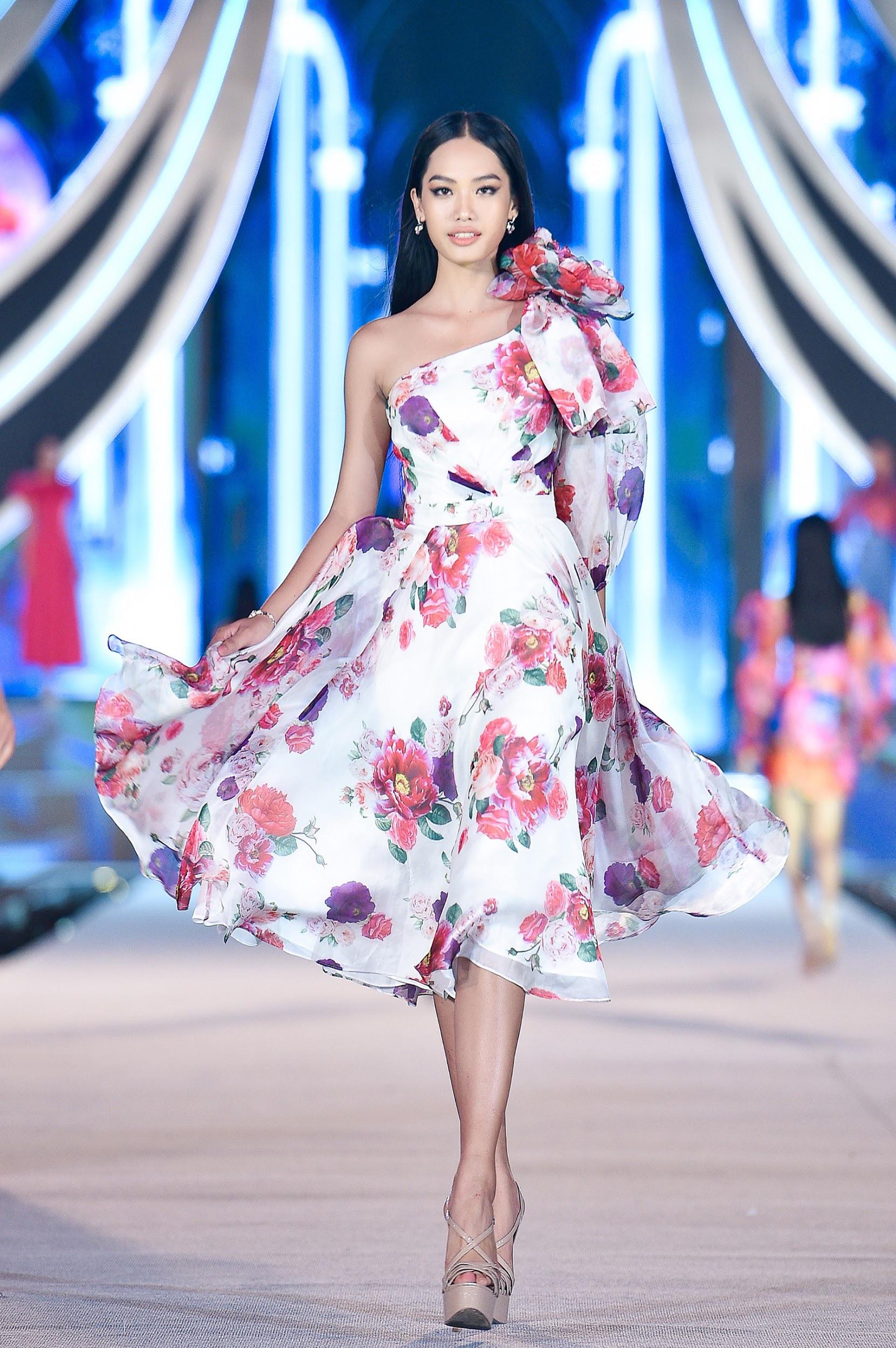 Mãn nhãn với đêm thi Người đẹp Thời trang của các thí sinh HHVN 2020 trong trang phục Neva - Ảnh 3.