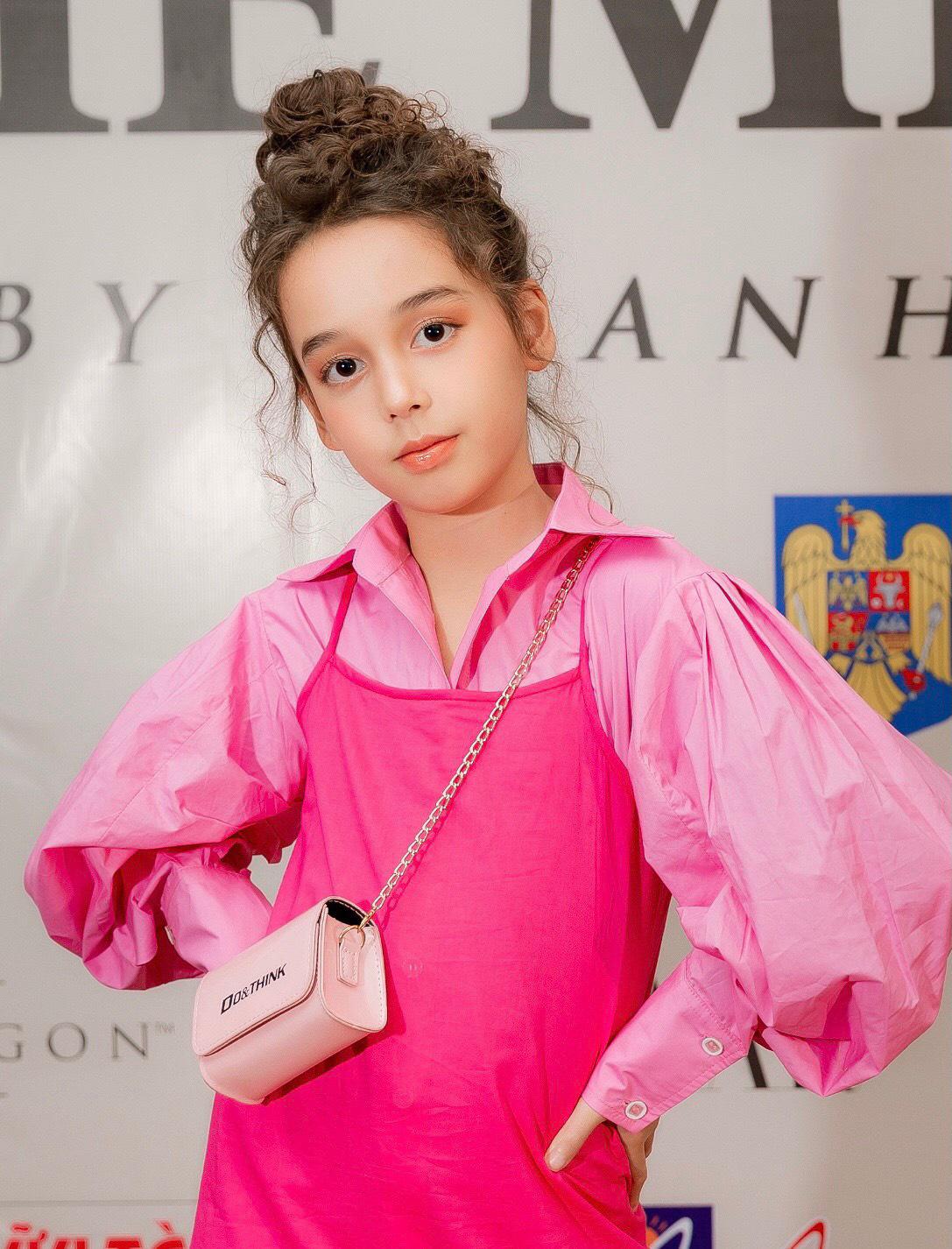 """Thiên thần nhí lai Úc tỏa sáng ở show Fashion KK với vẻ đẹp """"hút hồn"""" - Ảnh 5."""