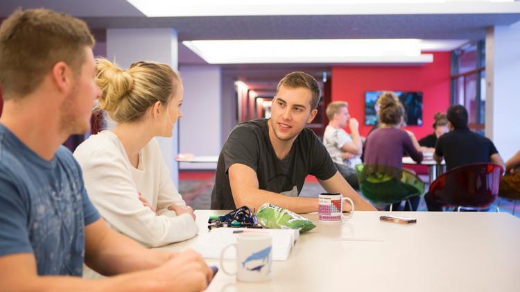 UOW College: Học bổng 50% và lộ trình học lên trường đại học TOP 1% thế giới - Ảnh 2.
