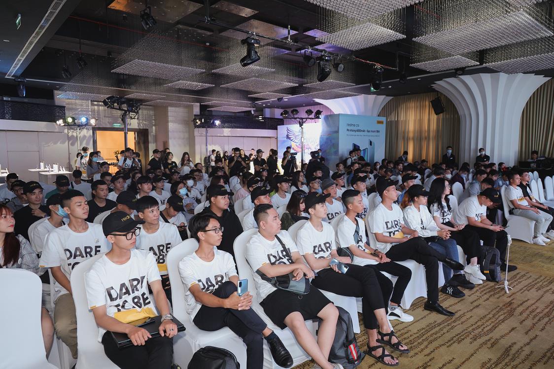 Realfans vượt nghìn cây số dự sự kiện tri ân, ra mắt Realme C15 - Ảnh 2.