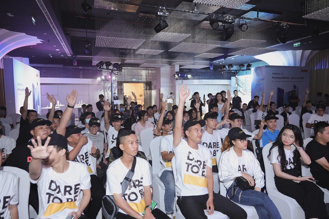 Realfans vượt nghìn cây số dự sự kiện tri ân, ra mắt Realme C15 - Ảnh 8.