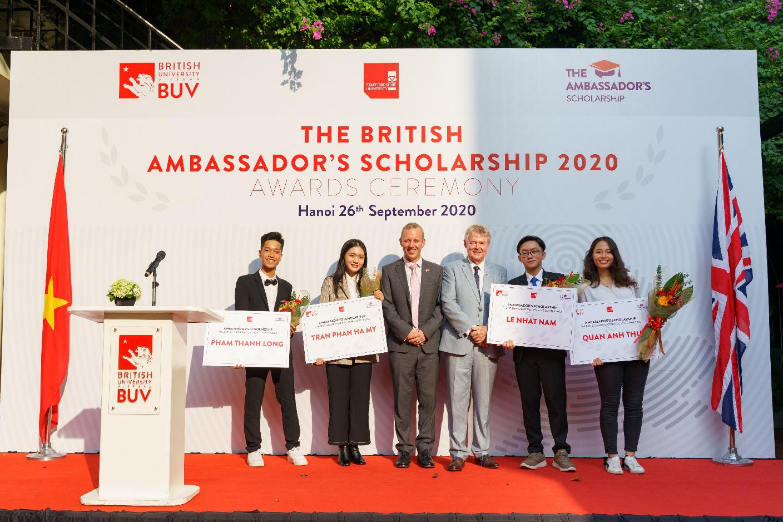 Trường Đại học Anh Quốc Việt Nam nâng giá trị quỹ học bổng và hỗ trợ tài chính lên 53 tỷ đồng - Ảnh 2.