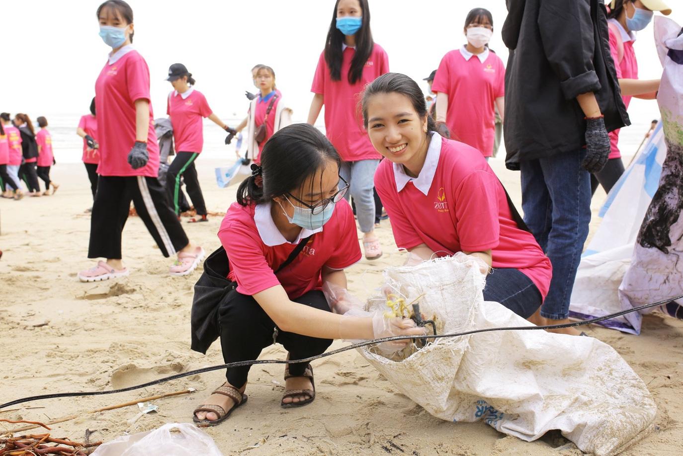 """Viết điều tử tế trong bão giông - câu chuyện """"lạ thường"""" của 1000 người trên đất Đà Nẵng - Ảnh 4."""