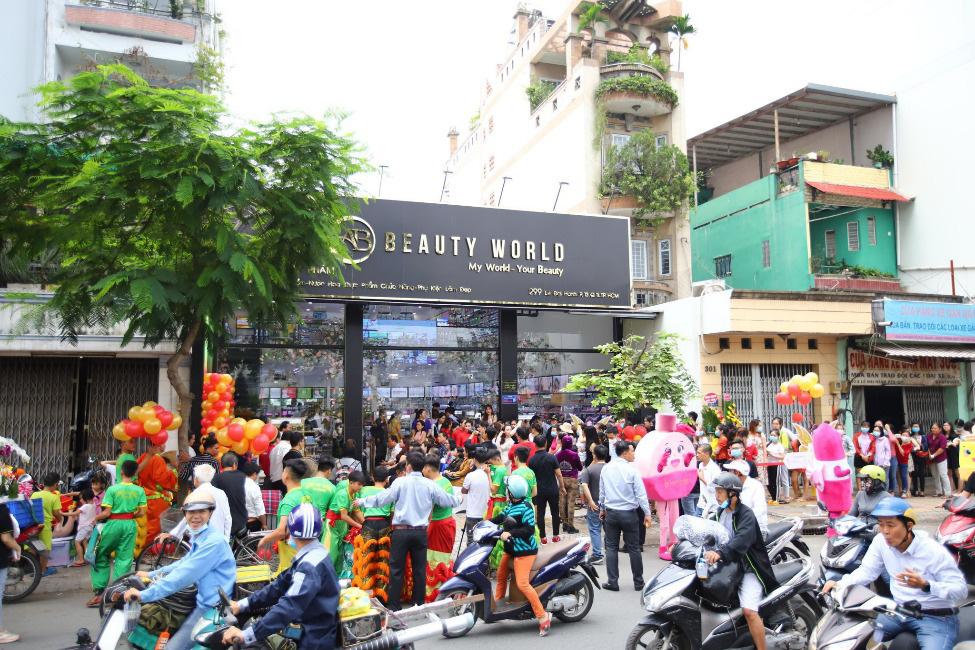 """Lập """"hattrick"""" 3 tuần mở 3 siêu thị, AB Beauty World """"hút"""" hàng ngàn lượt khách - Ảnh 1."""