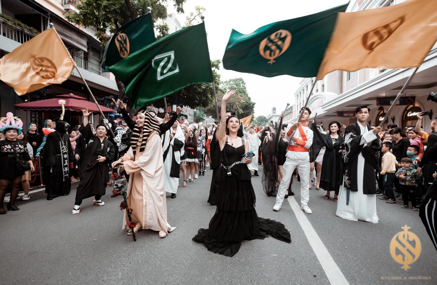 Halloween Festival siêu hoành tráng tại phố đi bộ hồ Hoàn Kiếm - Ảnh 1.