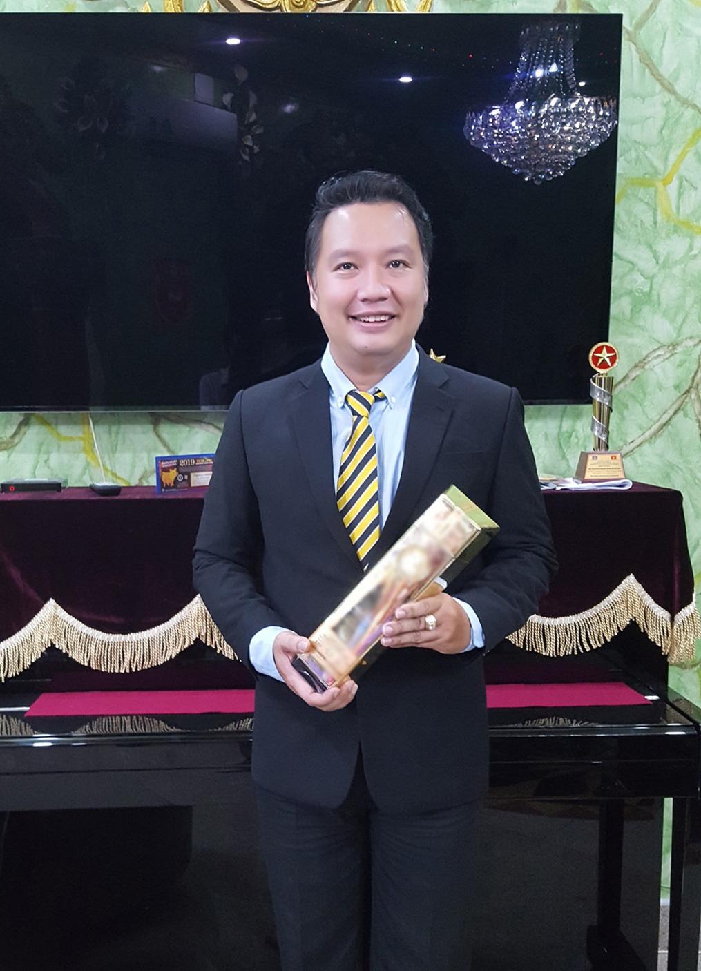 """HLV Hồ Thiện Vinh: Người thầy xì-tin, là """"idol"""" của nhiều thế hệ học trò - Ảnh 1."""