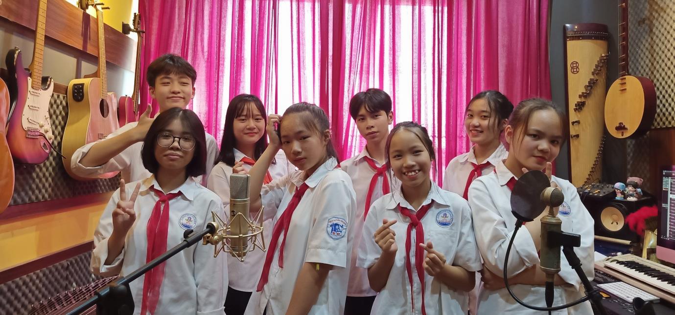 Nhạc sĩ Đinh Khánh Ly tri ân Ngày Nhà giáo Việt Nam qua hai ca khúc mới - Ảnh 2.