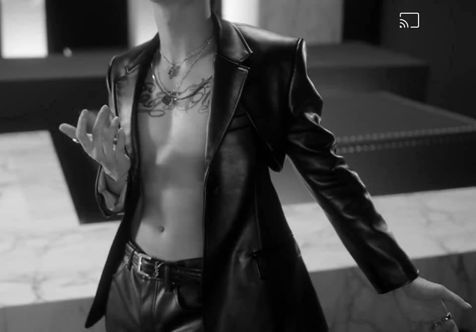 """Soobin khoe khéo body 6 múi trong MV """"Trò Chơi"""", fan đua nhau xỉu lên xỉu xuống - Ảnh 2."""