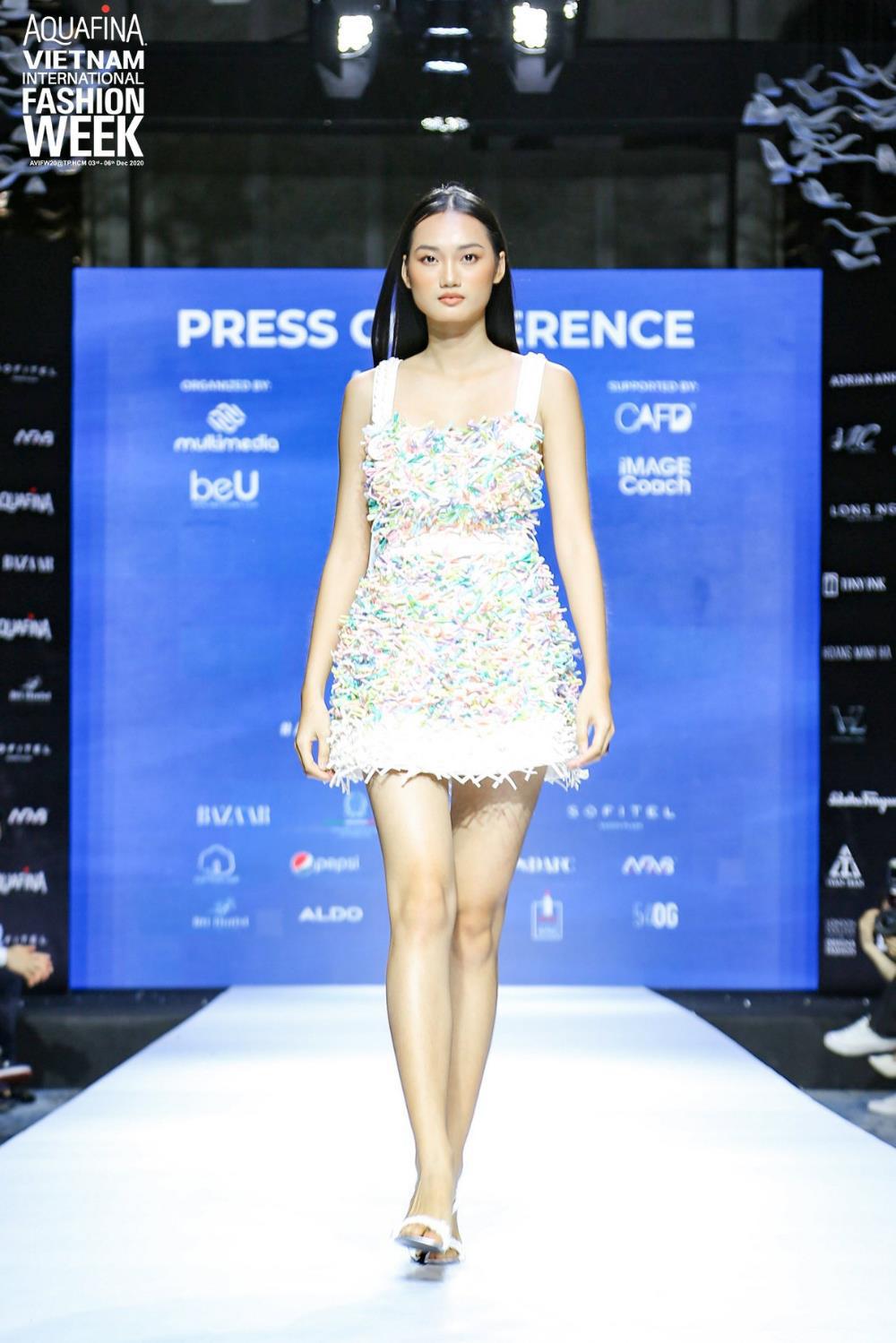 Vén màn bí mật đằng sau những họa tiết đinh trong BST đánh dấu sự trở lại của NTK Công Trí trong Aquafina Vietnam International Fashion Week - Ảnh 5.