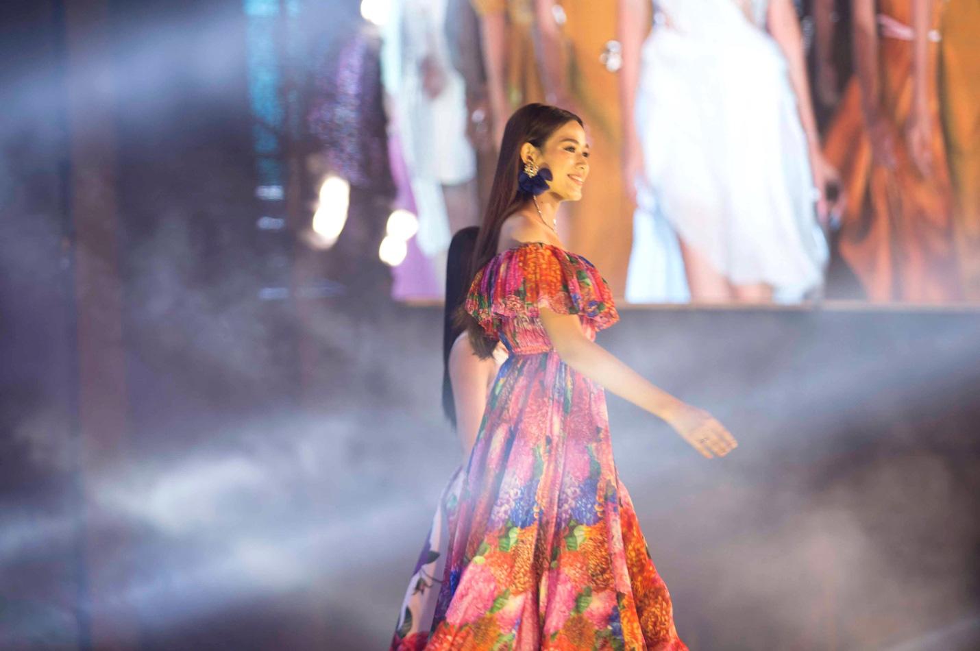 Những khoảnh khắc tỏa sáng của top 3 Hoa hậu Việt Nam cùng thời trang NEVA - Ảnh 2.