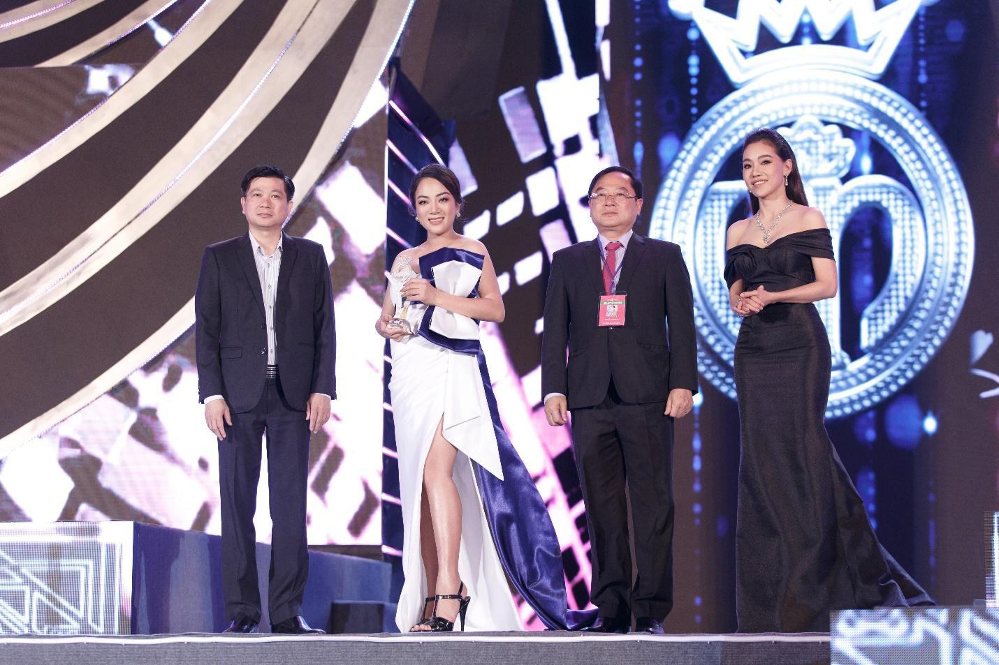 Ấn tượng với sự kết hợp giữa nhan sắc, thời trang và mỹ phẩm trong đêm thi Người Đẹp Thời Trang - Hoa Hậu Việt Nam 2020 - Ảnh 4.