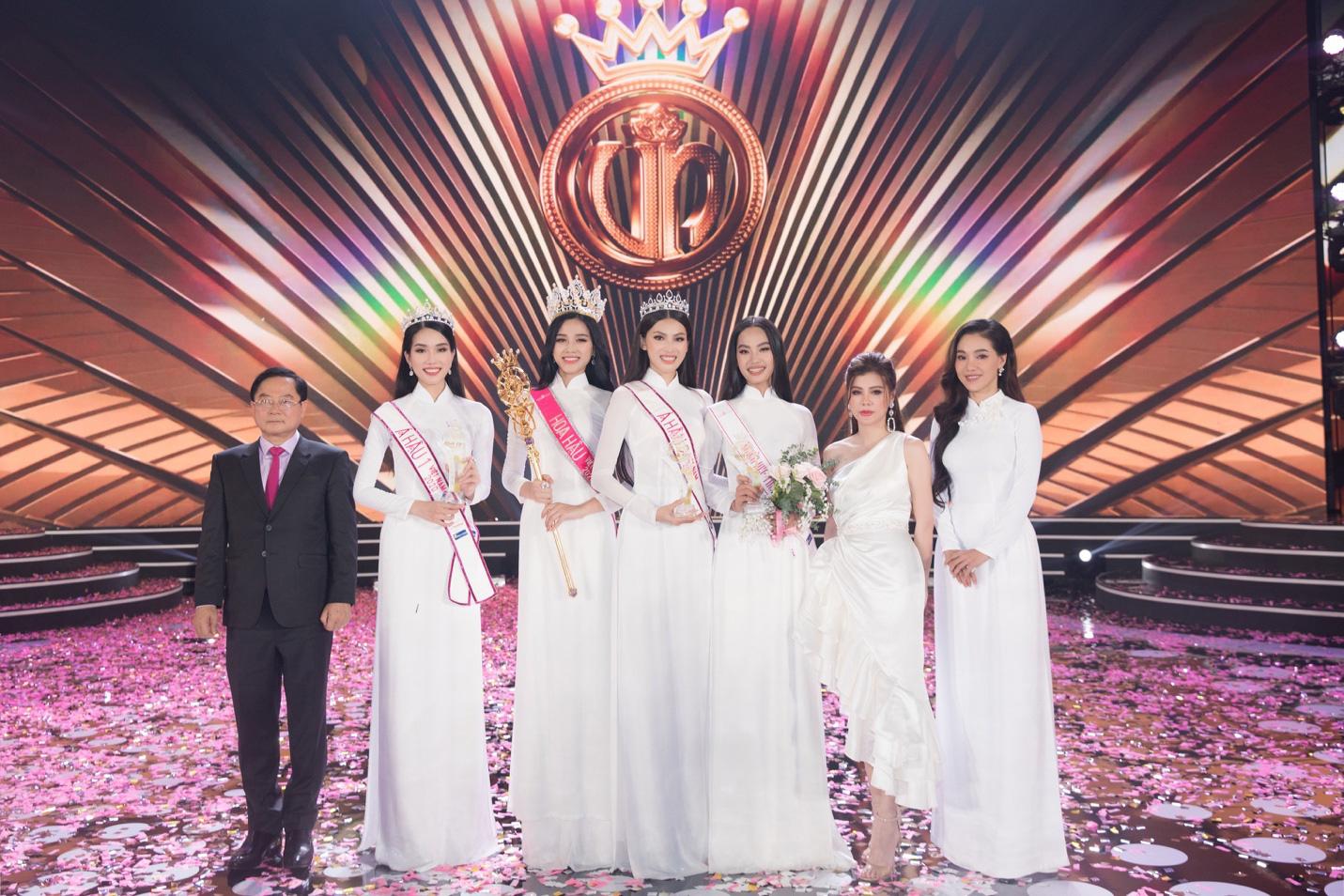 Những khoảnh khắc tỏa sáng của top 3 Hoa hậu Việt Nam cùng thời trang NEVA - Ảnh 5.