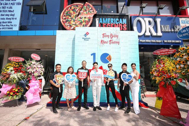 """Sau Chung kết Rap Việt, Karik trở thành """"Hoàng tử pizza"""" khuấy động buổi khai trương cửa hàng thứ 50 - Domino's Phạm Hồng Thái - Ảnh 2."""