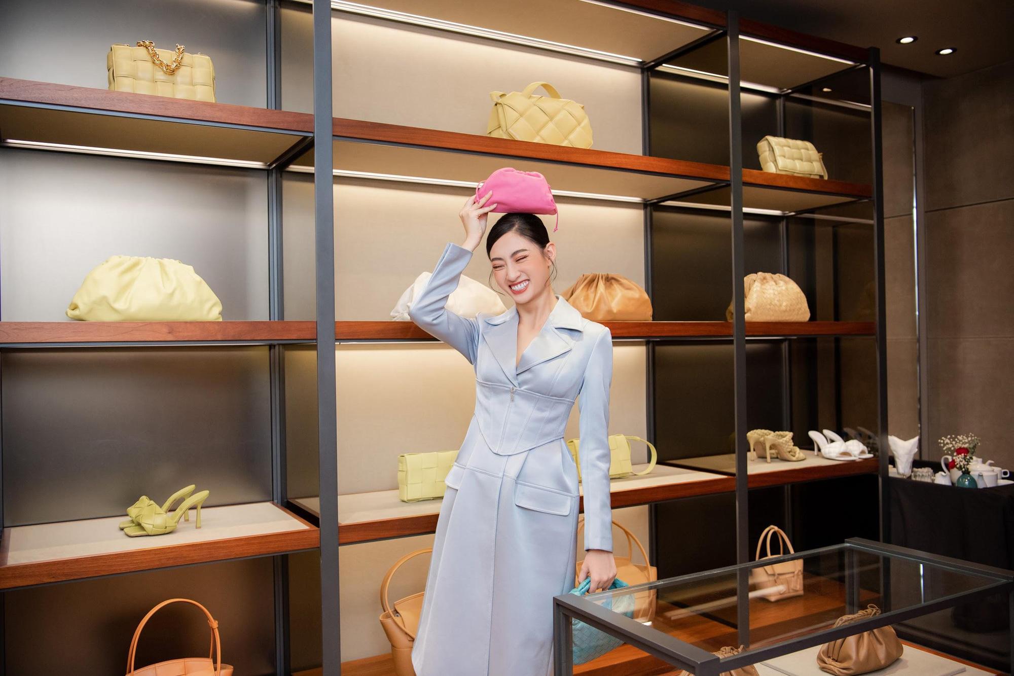 Shopping cùng Lương Thùy Linh: Loạt phụ kiện xa xỉ từ Bottega Veneta đã sẵn sàng cho mùa lễ hội cuối năm - Ảnh 4.