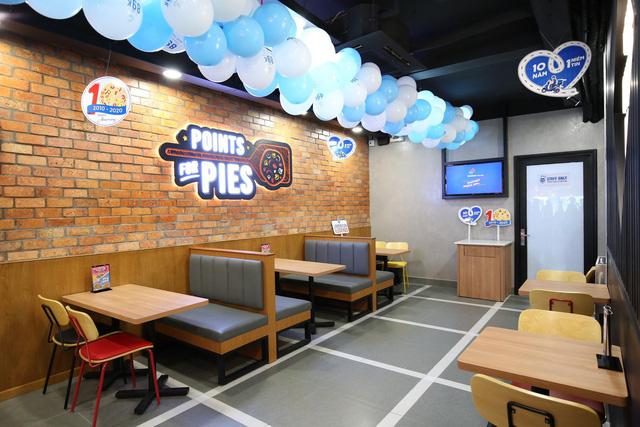 """Sau Chung kết Rap Việt, Karik trở thành """"Hoàng tử pizza"""" khuấy động buổi khai trương cửa hàng thứ 50 - Domino's Phạm Hồng Thái - Ảnh 5."""