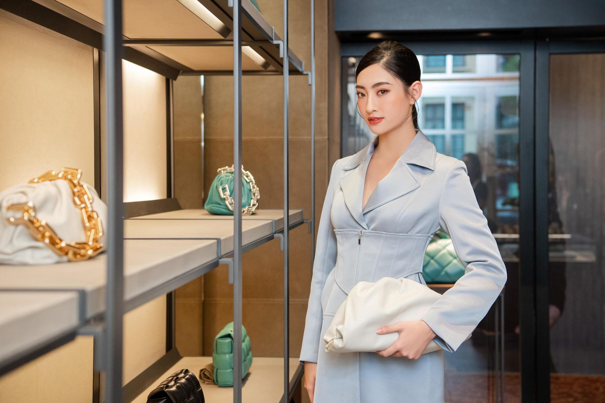 Shopping cùng Lương Thùy Linh: Loạt phụ kiện xa xỉ từ Bottega Veneta đã sẵn sàng cho mùa lễ hội cuối năm - Ảnh 6.