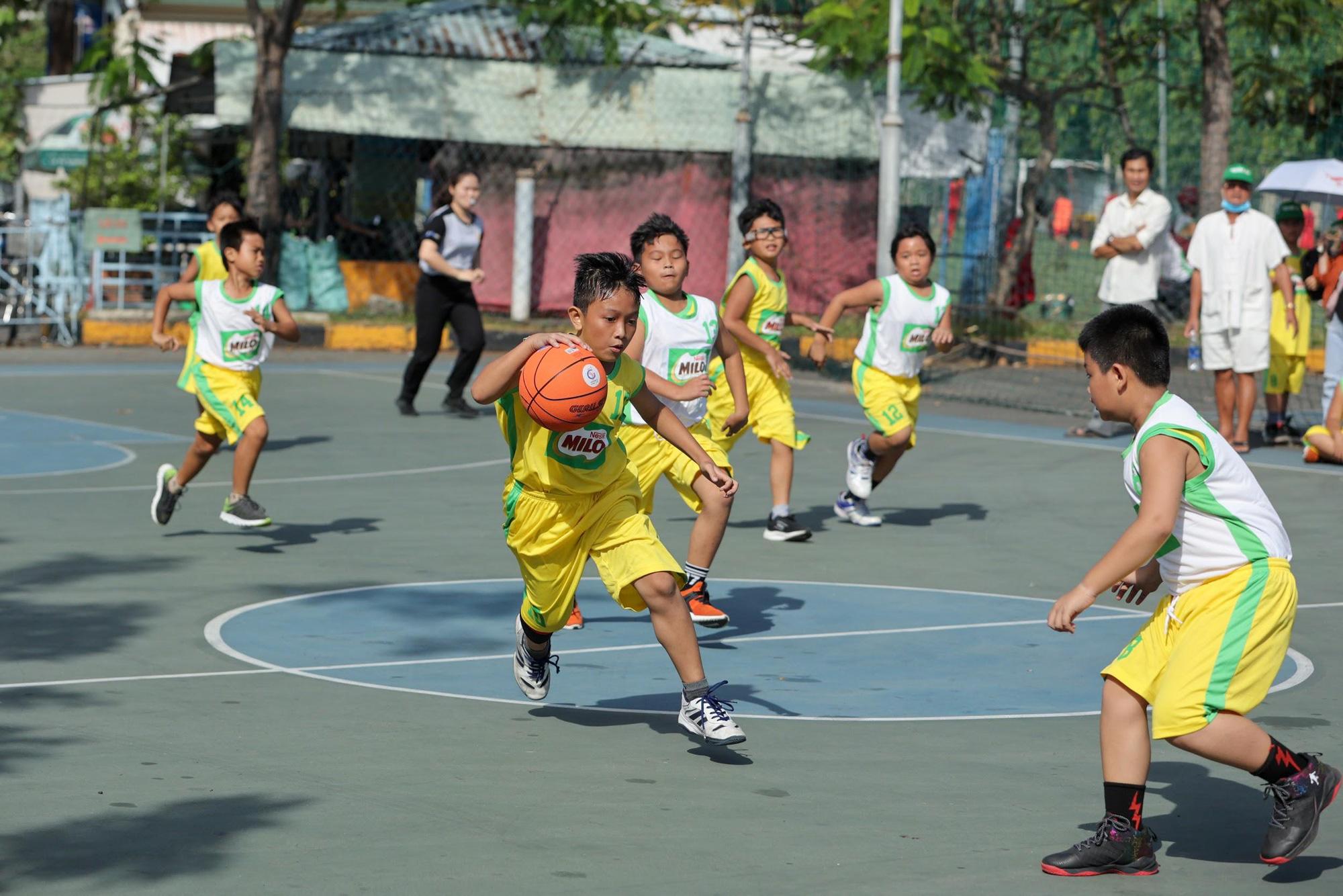 Có một thế hệ trẻ Việt trưởng thành từ sân bóng rổ - Ảnh 1.