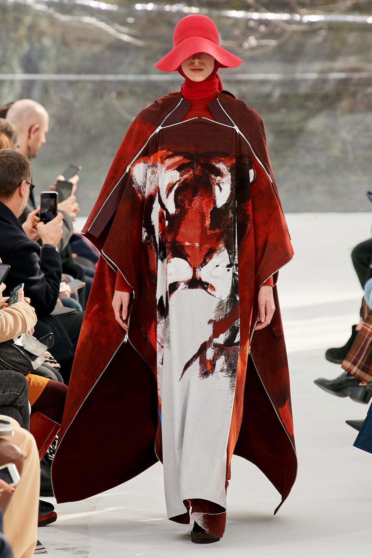 Duyên dáng KENZO: Khi tiết Đông không ngăn được những chiếc váy kiêu kỳ - Ảnh 1.