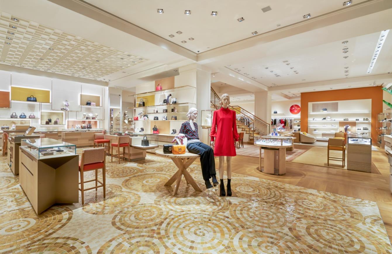 """Louis Vuitton """"thắp sáng"""" Thủ đô Hà Nội với cửa hàng mới: Hoành tráng hơn, lộng lẫy hơn - Ảnh 2."""