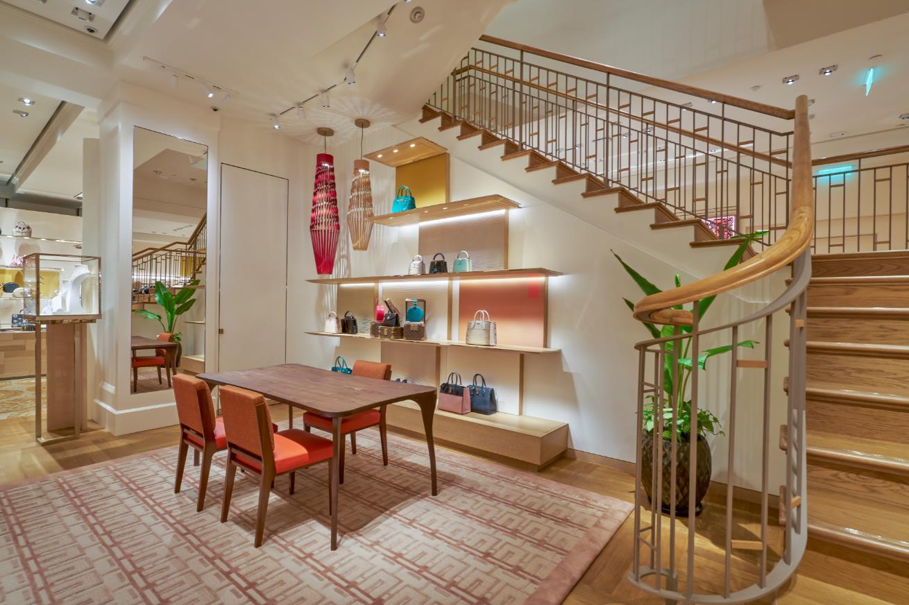 """Louis Vuitton """"thắp sáng"""" Thủ đô Hà Nội với cửa hàng mới: Hoành tráng hơn, lộng lẫy hơn - Ảnh 3."""