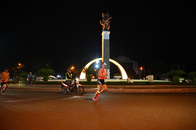 """Vẻ đẹp đất nước theo dấu chân các vận động viên trong chương trình chạy tiếp sức """"Lên cùng Việt Nam"""" - Ảnh 7."""