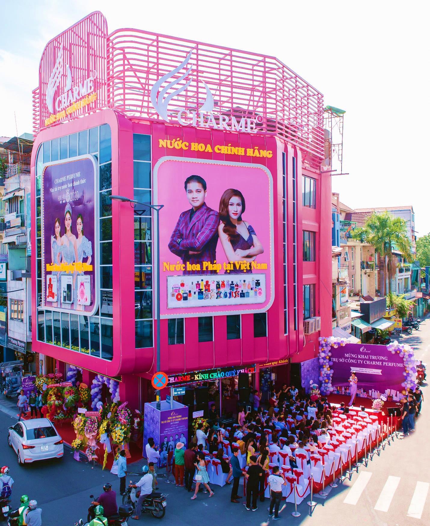 Top Hoa hậu Việt Nam 2020 đến chúc mừng nước hoa Charme khai trương trụ sở công ty tại TP.HCM - Ảnh 1.
