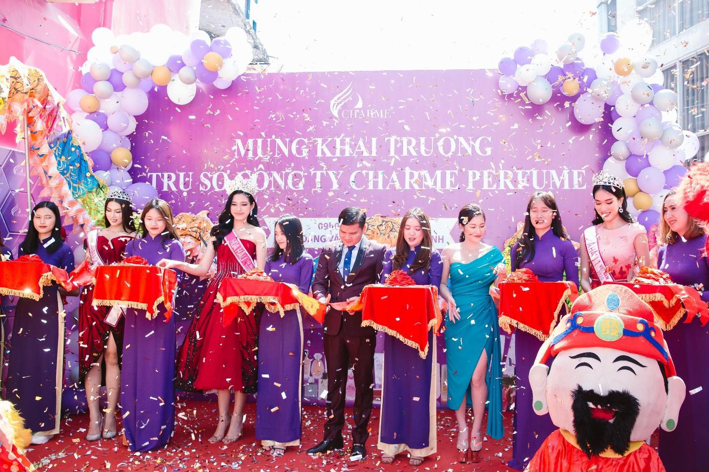 Top Hoa hậu Việt Nam 2020 đến chúc mừng nước hoa Charme khai trương trụ sở công ty tại TP.HCM - Ảnh 8.