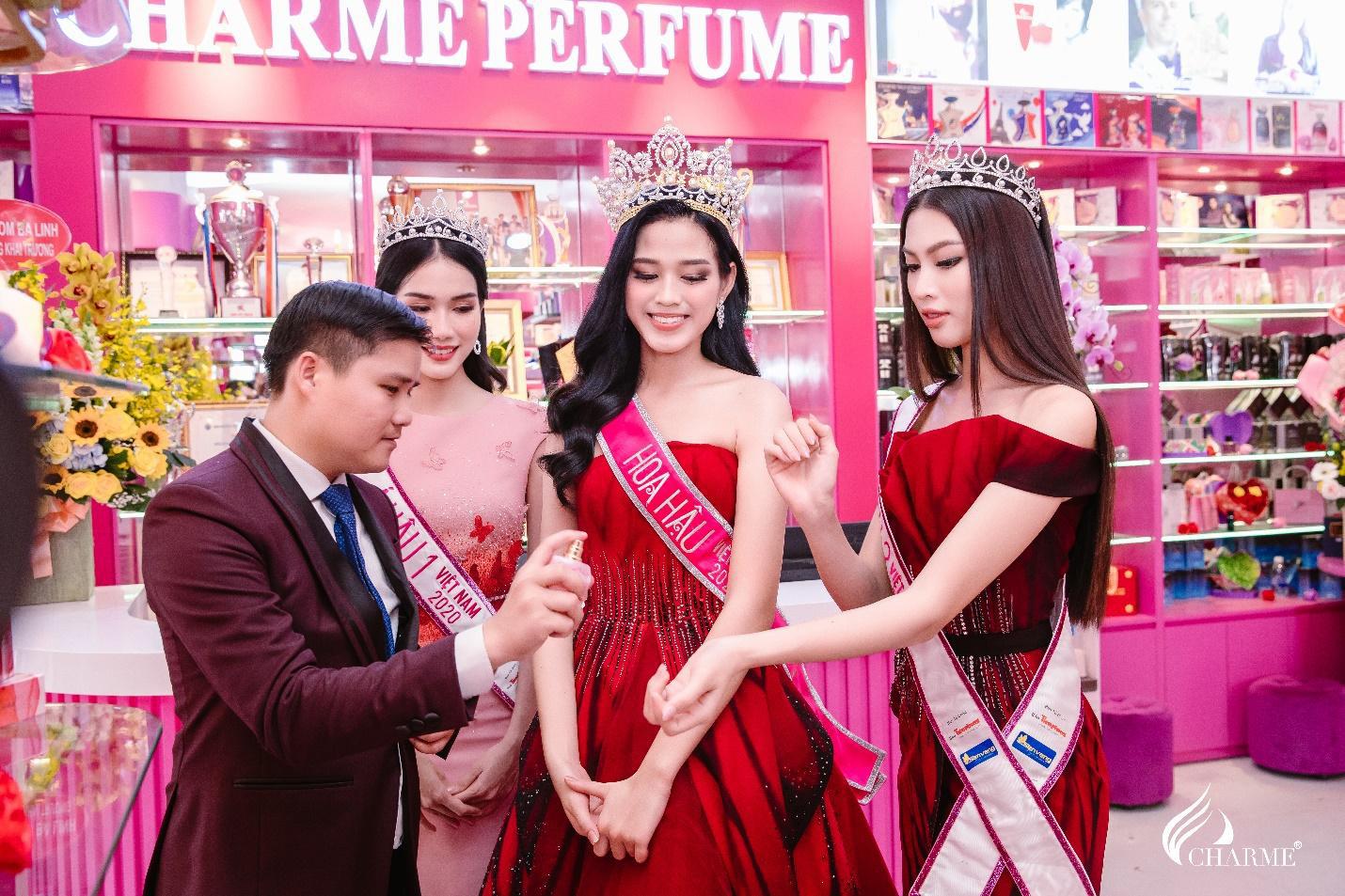 Top Hoa hậu Việt Nam 2020 đến chúc mừng nước hoa Charme khai trương trụ sở công ty tại TP.HCM - Ảnh 9.