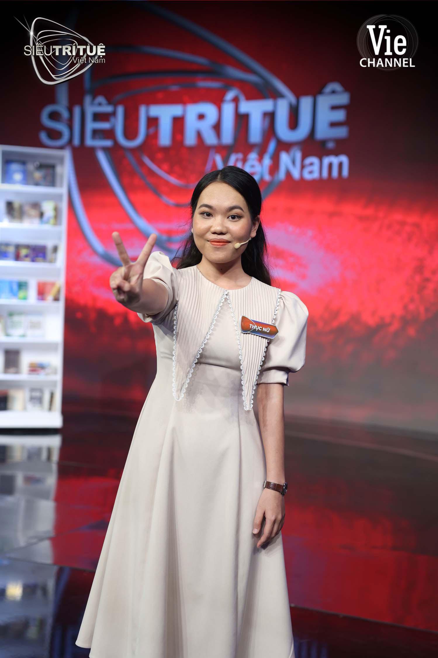 Xác lập kỷ lục thế giới ngay trên sân khấu Siêu Trí Tuệ Việt Nam, nữ bác sĩ 24 tuổi làm rạng danh Trí Tuệ Việt 3 Miền - Ảnh 1.