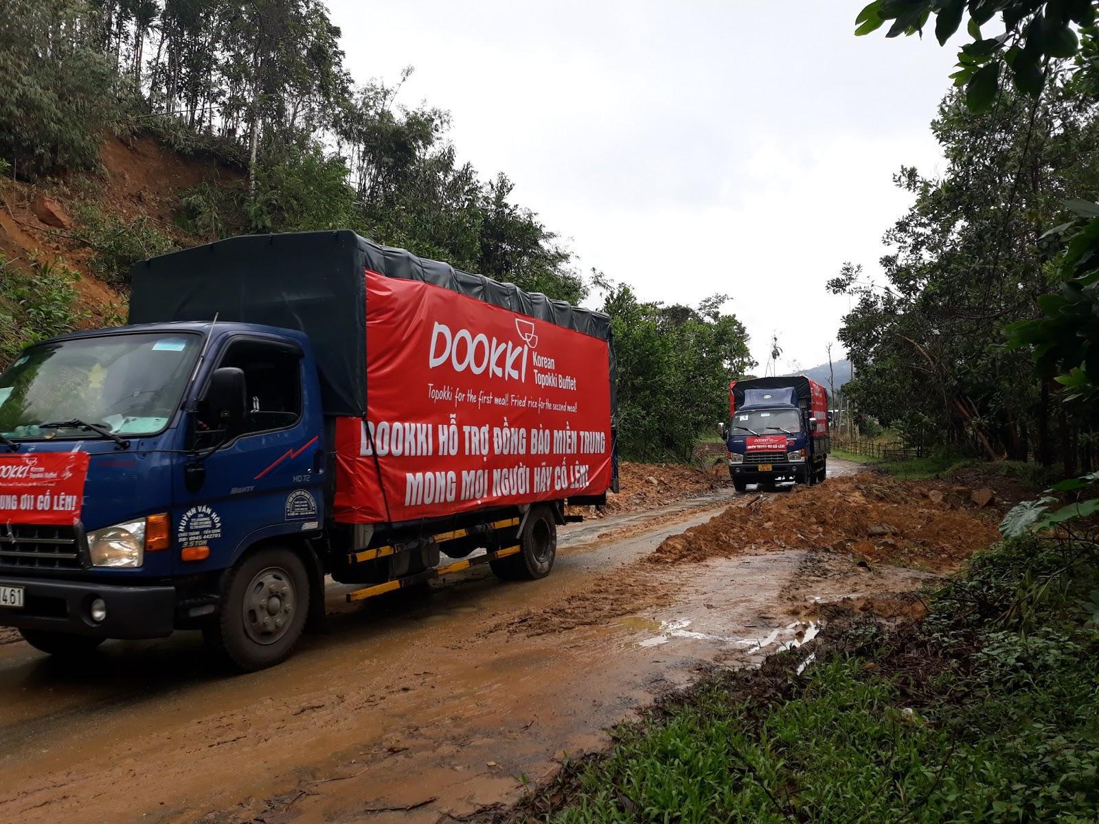 Đoàn xe của Dookki từ Sài Gòn về Quảng Ngãi ủng hộ người dân vùng lũ - Ảnh 2.