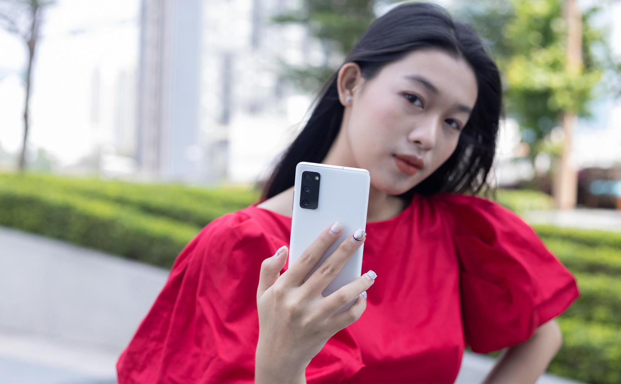Samsung Galaxy S20 FE: Smartphone dành cho giới trẻ sành điệu - Ảnh 1.