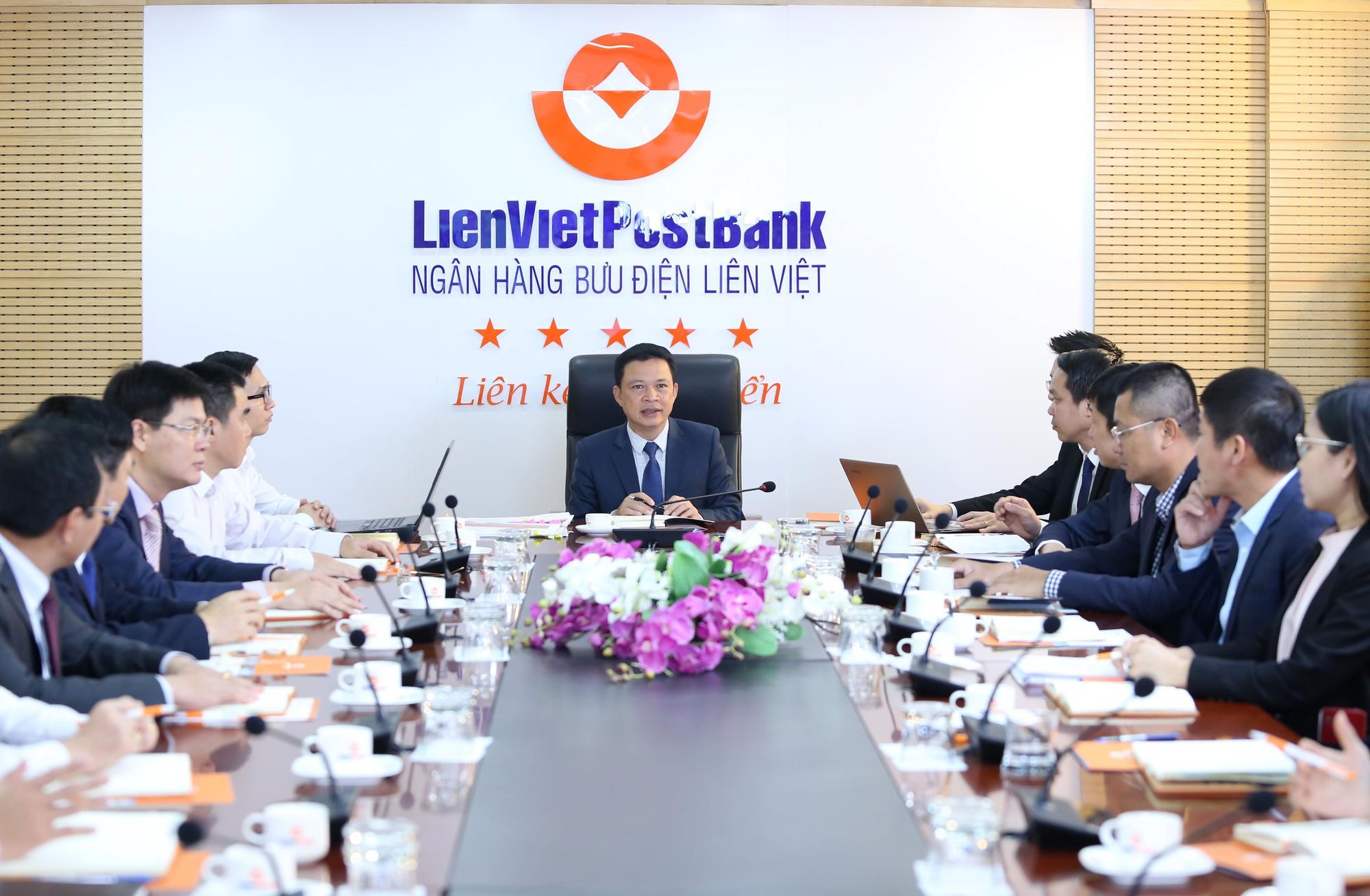CEO LienVietPostBank: LPB luôn có cơ hội cho các nhà đầu tư - Ảnh 9.
