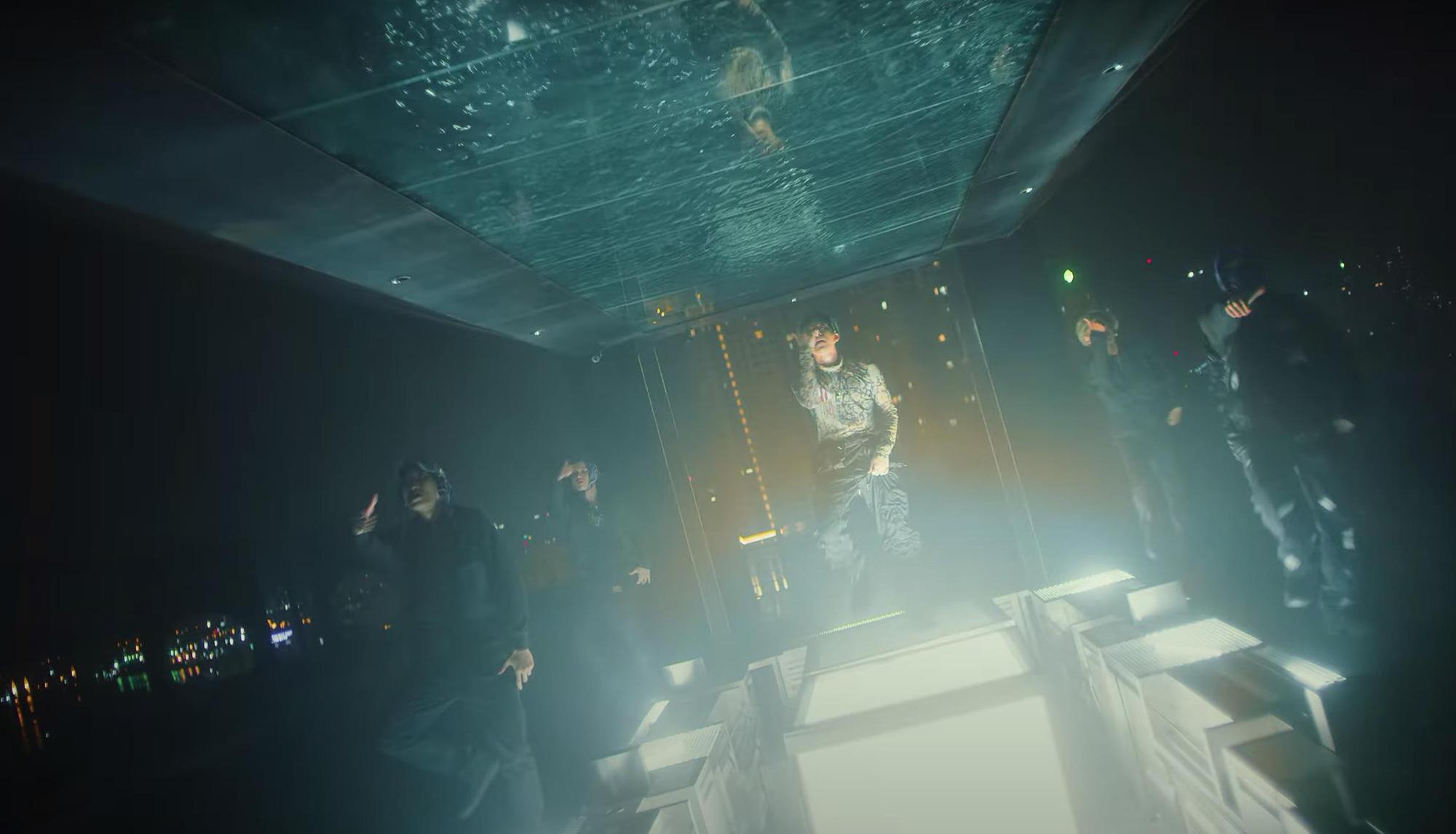 """Soi độ ăn chơi của SOOBIN và Binz trong MV mới, fan công nhận thế này bảo sao """"không chết Hoàng Sơn"""" cơ chứ - Ảnh 5."""