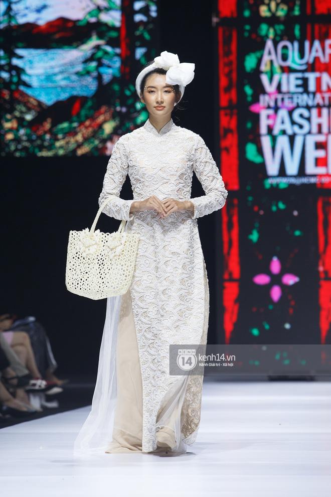 Xem Aquafina Tuần lễ Thời trang Quốc tế Việt Nam 2020 mới thấy: Nước mình còn vô vàn cảm hứng sáng tạo, cần chi đâu nước ngoài? - Ảnh 1.