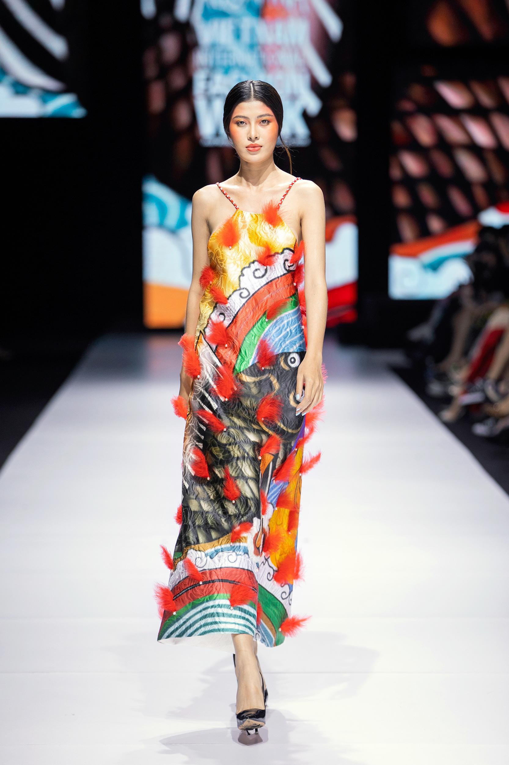 Góp mặt tại sự kiện thời trang Việt toàn lão làng, 3 NTK trẻ này vẫn thể hiện được chất riêng không trộn lẫn - Ảnh 6.